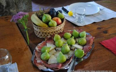 figs pecorino cheeze and parma ham